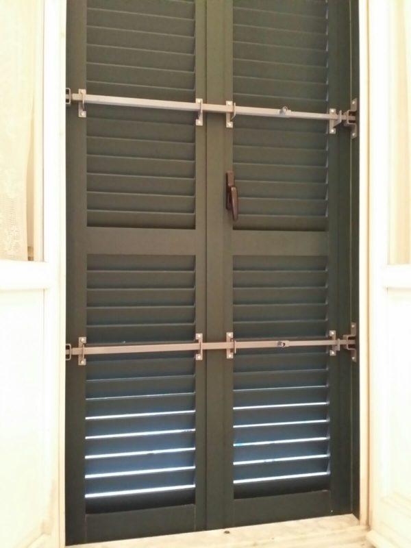 Sbarra di sicurezza per infissi zanzariere pisa - Sbarra di sicurezza per porte ...